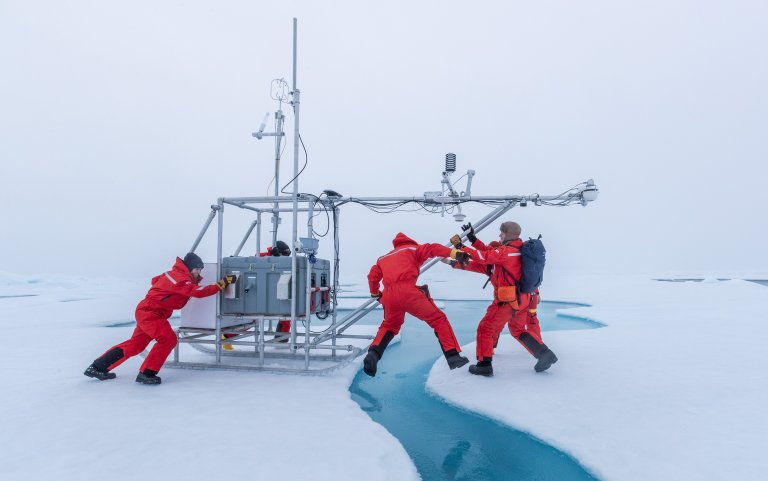 EFOY Pro Energy Box by SFC Energy Canada being used in polar expedition by MOSAiC